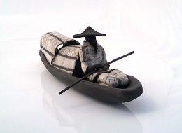 Jonque en céramique de Anne Thiellet, céramiste Raku, présent à l'Artisanerie de la Saône à Seurre