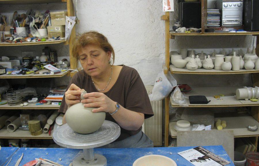 Anne Thiellet, céramiste Raku, présente à l'Artisanerie de la Saône à Seurre